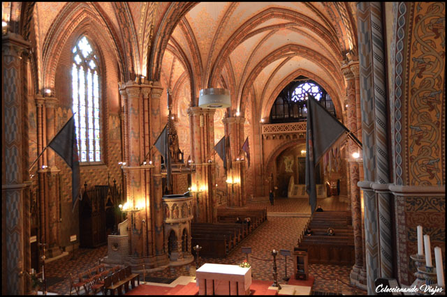 interior iglesia matias