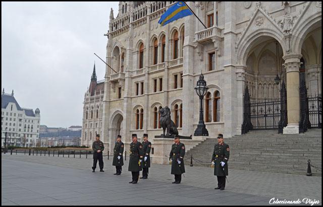 cambio de guardia parlamento budapest